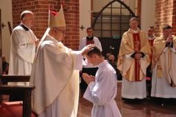 włożenie rąk biskupa  /fot.: mt /